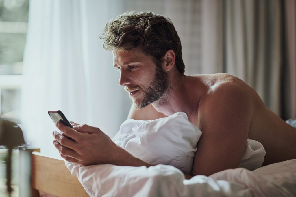 How to Seduce a Woman Via Text Messaging