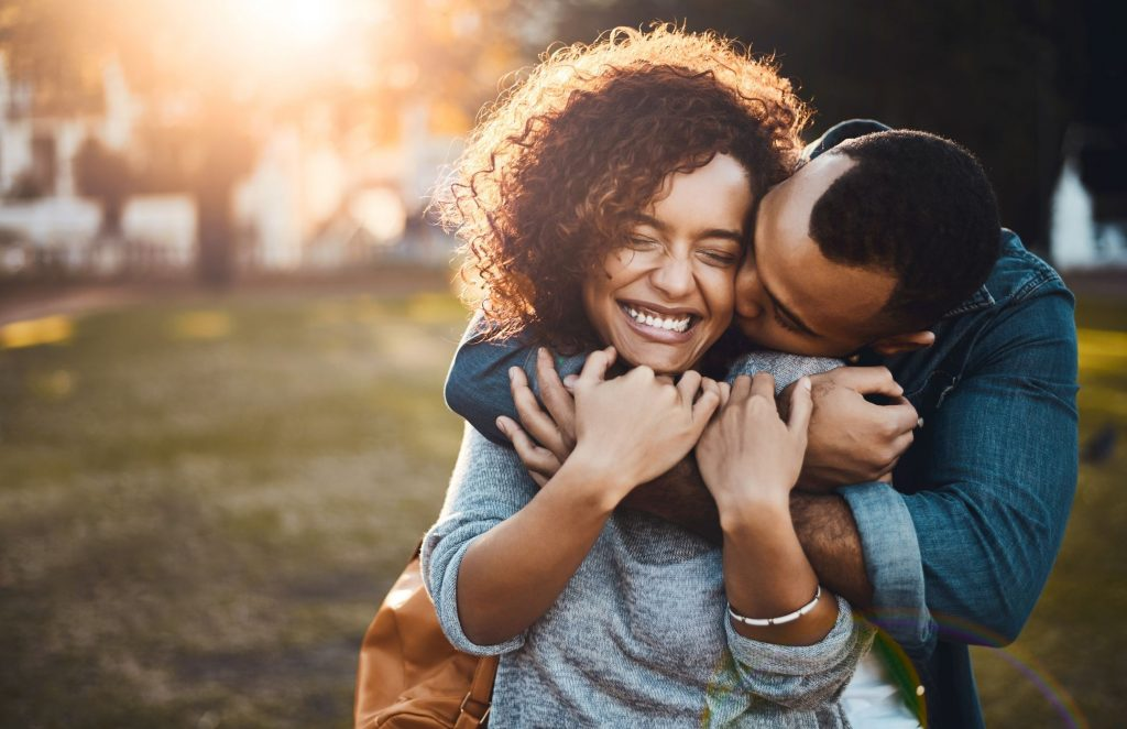 10+ Ways to Make a Girl Fall in Love with you