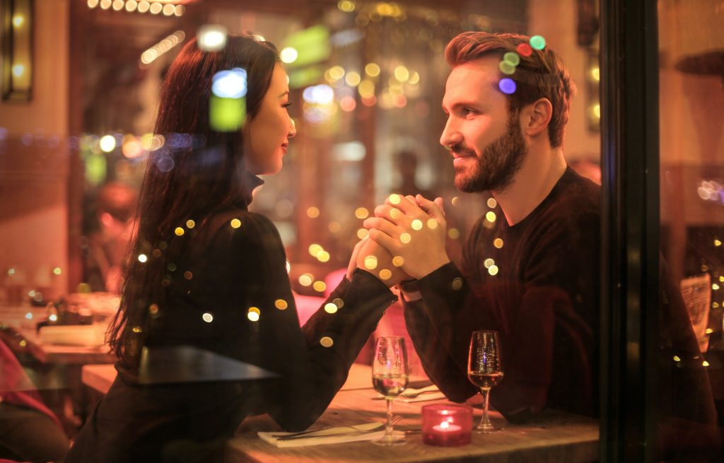 Is Your Date Into You? 18 Signs That Say Yes!