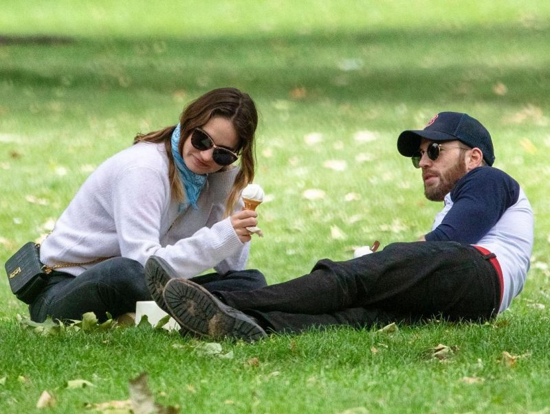 Date in the park cheap couple date ideas