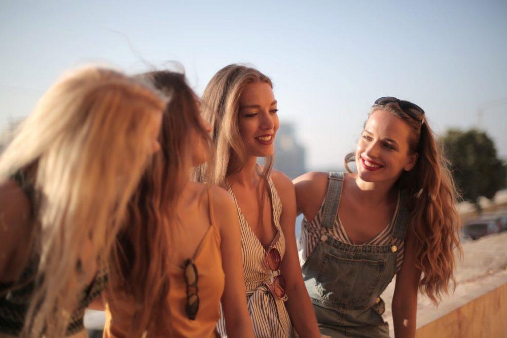 Girlfriends Having Fun clingy girlfriend tips